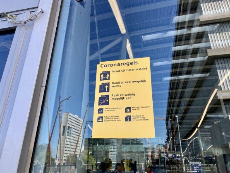 De regels zijn bij de ingang van het station te vinden (Foto: NS)