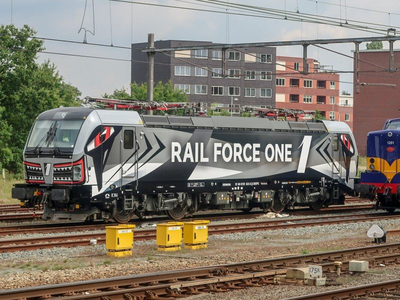 Vectron 'Sharky' van Rail Force One (Foto: Roel Hemkes)