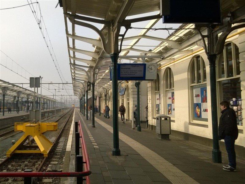 Station Leeuwarden krijgt oude kleur van 1904 terug - Treinenweb