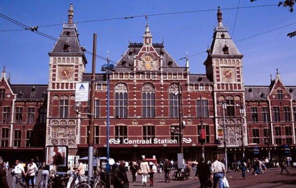 Fiets- en voetgangerstunnel Amsterdam bijna geopend